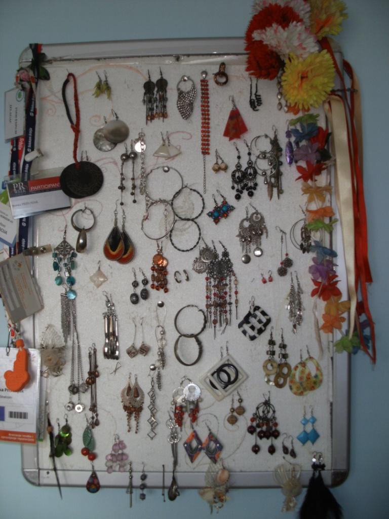 Deo majne kolekcije minđuša