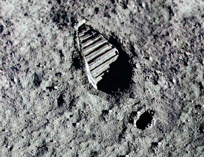Prva štikla na Mesecu